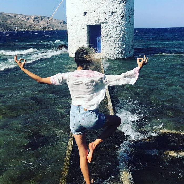 Οι μαγικές διακοπές της Κούρκοβα στην Ελλάδα καρέ καρέ σto Instagram - εικόνα 4