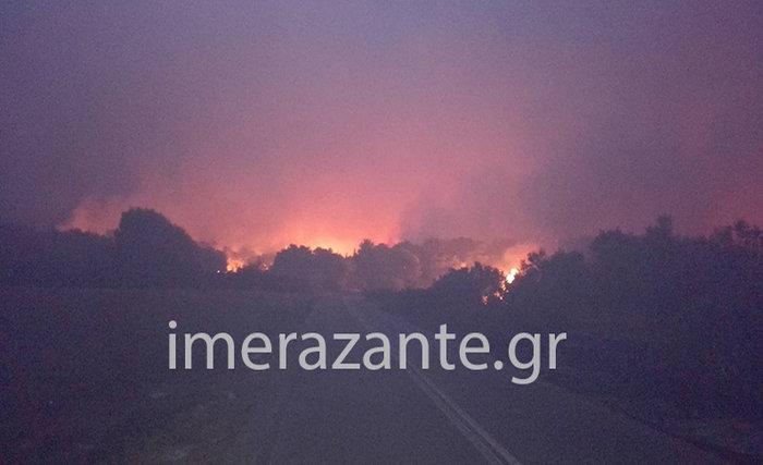 Εφιάλτης στις Μαριές: Κάηκε σπίτι-Περικύκλωσαν το χωριό οι πυροσβέστες