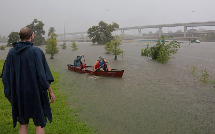 Tρομακτικές οι καταστροφές από τον Χάρβεϊ - Στο Τέξας ο Τραμπ - εικόνα 2