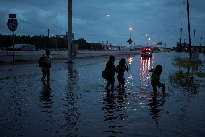 Πλωτές... πόλεις στο Τέξας μετά τον τυφώνα Χάρβεϊ [ΕΙΚΟΝΕΣ] - εικόνα 5