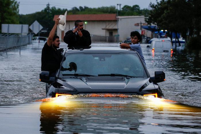 Πλωτές... πόλεις στο Τέξας μετά τον τυφώνα Χάρβεϊ [ΕΙΚΟΝΕΣ] - εικόνα 7