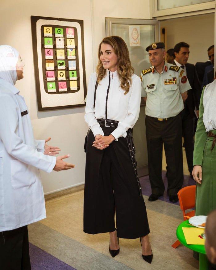 Βασίλισσα Ράνια: Η νέα της εμφάνιση που αποθέωσε το στυλ