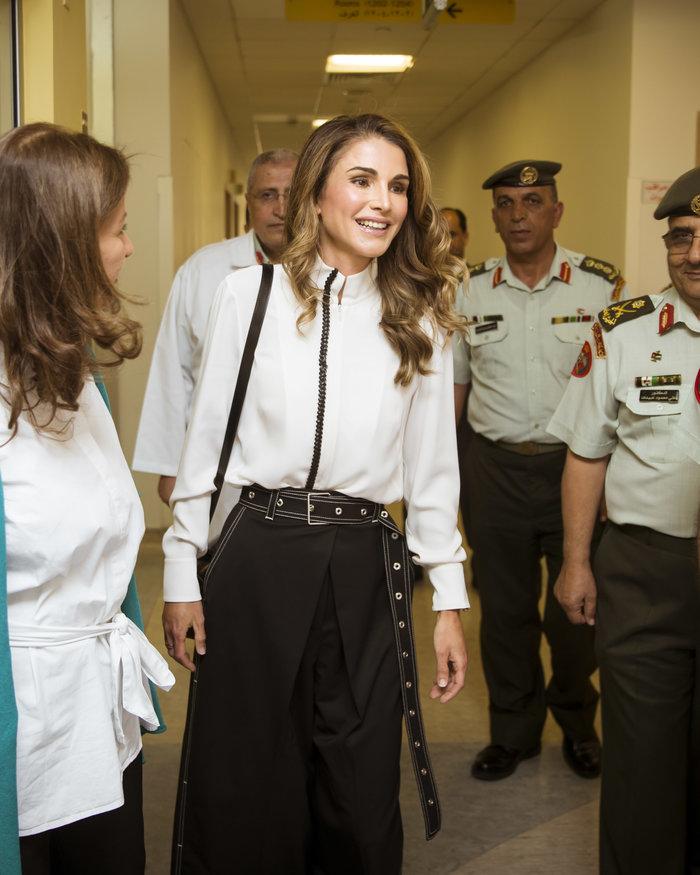 Βασίλισσα Ράνια: Η νέα της εμφάνιση που αποθέωσε το στυλ - εικόνα 3