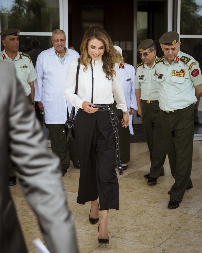 Βασίλισσα Ράνια: Η νέα της εμφάνιση που αποθέωσε το στυλ - εικόνα 4