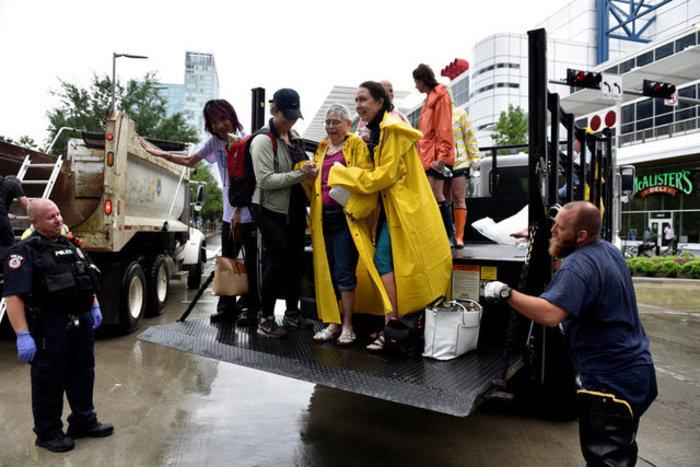 Τουλάχιστον οκτώ νεκροί και απέραντη καταστροφή στο Τέξας [ΕΙΚΟΝΕΣ] - εικόνα 17
