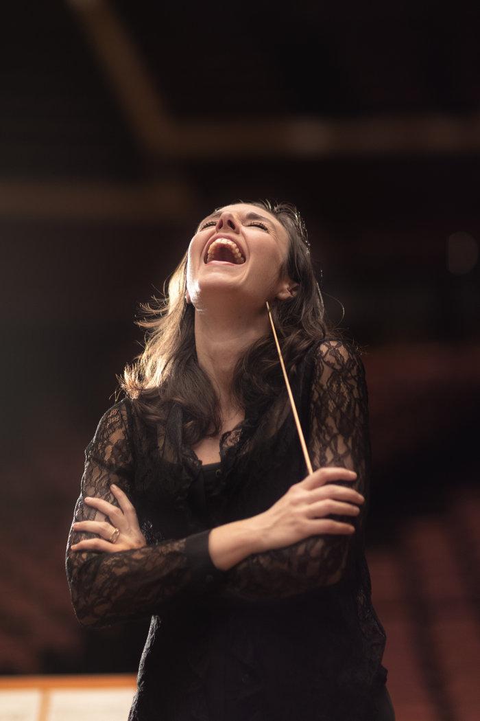 Ζ. Ζενιώδη:Η πρώτη Ελληνίδα μαέστρος της Ελληνοτουρκικής Ορχήστρας στο TOC