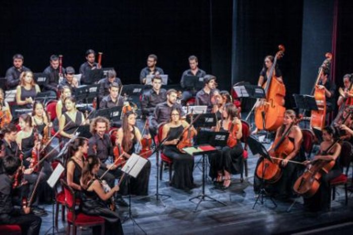 Ζ. Ζενιώδη:Η πρώτη Ελληνίδα μαέστρος της Ελληνοτουρκικής Ορχήστρας στο TOC - εικόνα 3