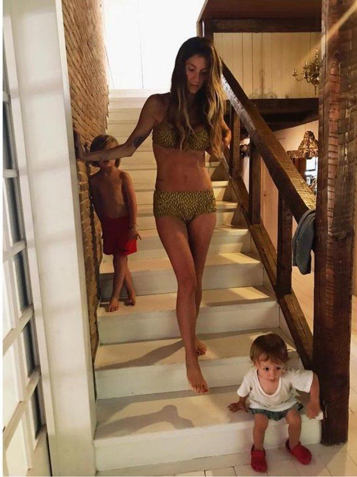Νίκος Καρβέλας: Παίζει με τα εγγόνια του και το απολαμβάνει [φωτο] - εικόνα 4