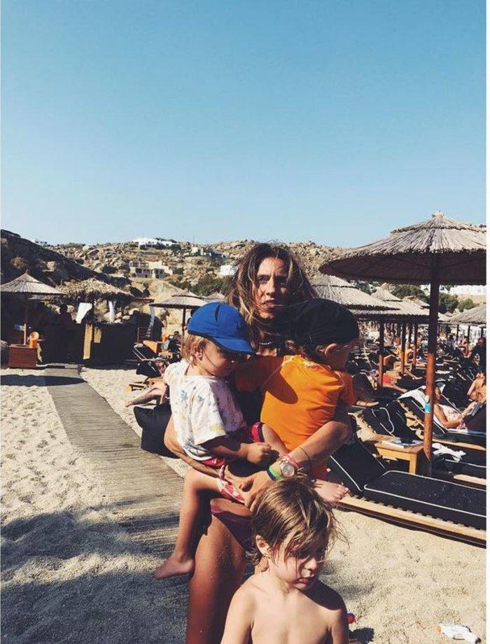 Νίκος Καρβέλας: Παίζει με τα εγγόνια του και το απολαμβάνει [φωτο] - εικόνα 7