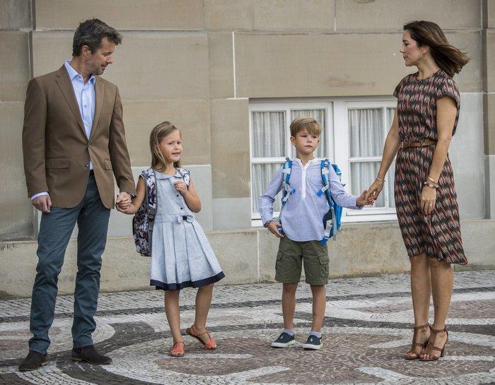 Πρώτη μέρα σχολείο για τα αξιολάτρευτα βασιλικά δίδυμα της Δανίας