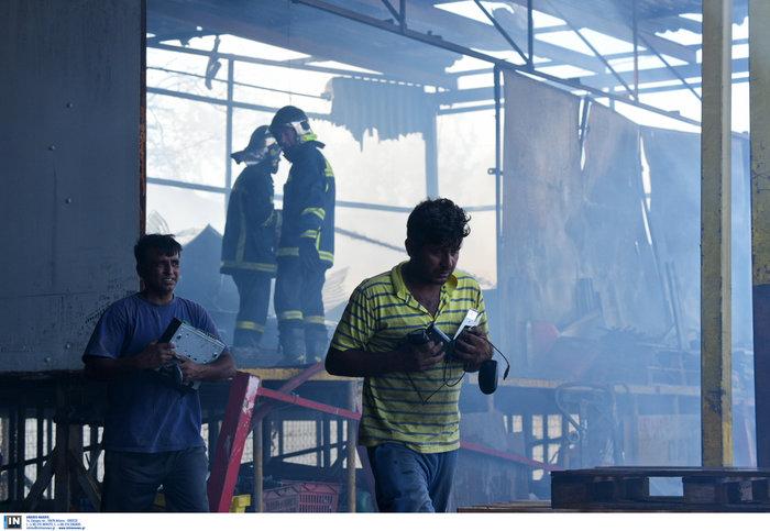 Εκτακτο: Μεγάλη φωτιά σε προαύλιο χώρο μεταφορικής εταιρίας στο Βοτανικό - εικόνα 3