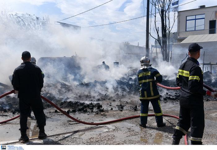 Εκτακτο: Μεγάλη φωτιά σε προαύλιο χώρο μεταφορικής εταιρίας στο Βοτανικό - εικόνα 4