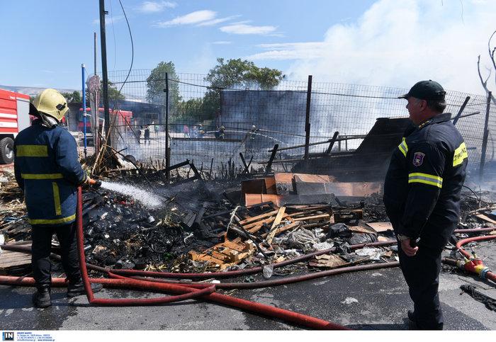 Εκτακτο: Μεγάλη φωτιά σε προαύλιο χώρο μεταφορικής εταιρίας στο Βοτανικό - εικόνα 5
