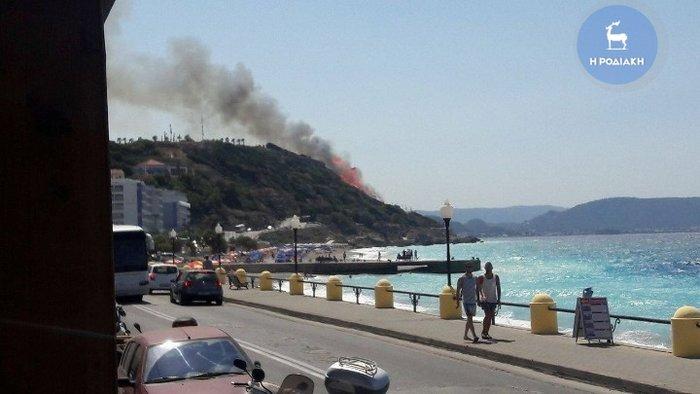 Φωτιά κοντά σε κατοικημένη περιοχή ξέσπασε στη Ρόδο - εικόνα 3