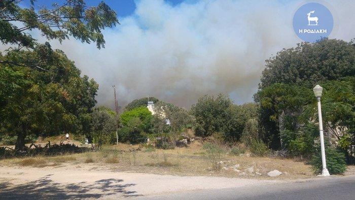 Φωτιά κοντά σε κατοικημένη περιοχή ξέσπασε στη Ρόδο - εικόνα 4