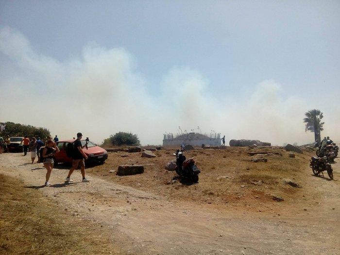 Φωτιά κοντά σε κατοικημένη περιοχή ξέσπασε στη Ρόδο - εικόνα 5