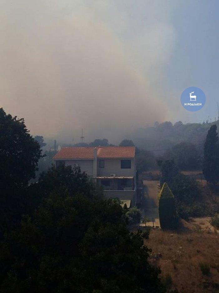 Φωτιά κοντά σε κατοικημένη περιοχή ξέσπασε στη Ρόδο - εικόνα 2