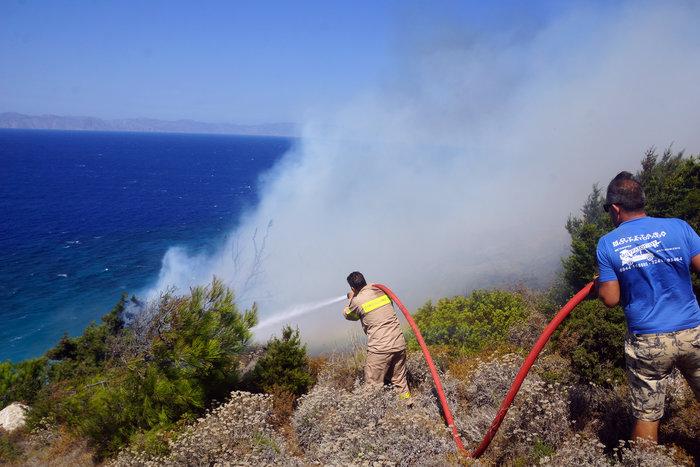 Φωτιά κοντά σε κατοικημένη περιοχή ξέσπασε στη Ρόδο - εικόνα 11