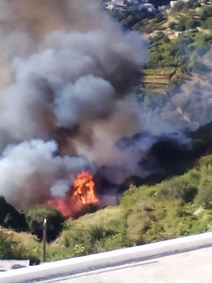 Φωτιά στη Νάξο ανάμεσα σε δυο χωριά - Κινδύνευσε κατοικία Βίντεο