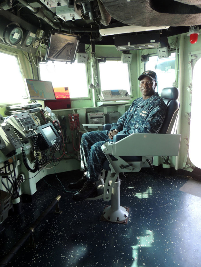 Ξενάγηση σε αμερικανικό πολεμικό πλοίο χάρις σε έναν ευγενή καπετάνιο