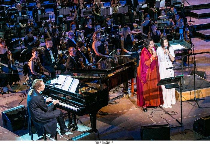Ο Κορκολής ταξίδεψε το κοινό του Ηρωδείου στη μουσική Μίκη για καλό σκοπό