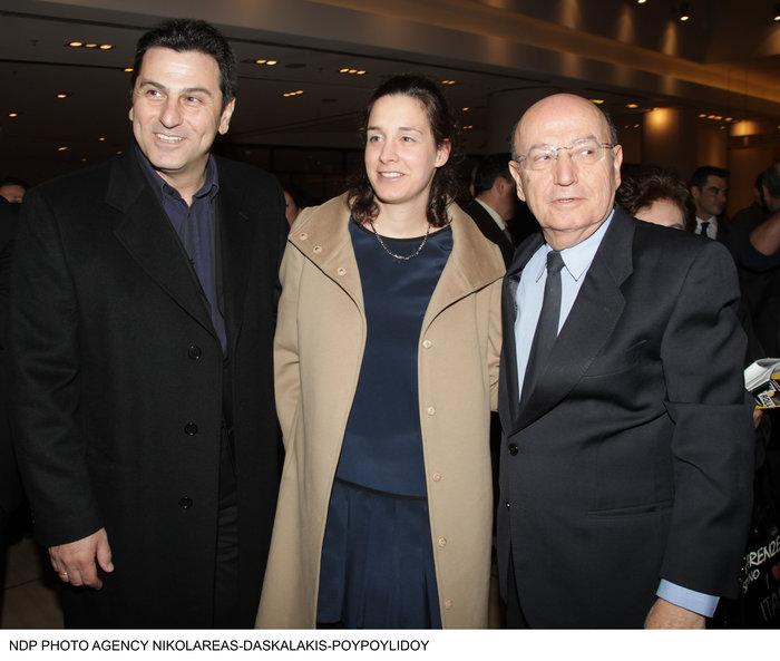 Κώστας Αποστολίδης: Σπάνια εμφάνιση στο γήπεδο μαζί με τα τρία παιδιά του
