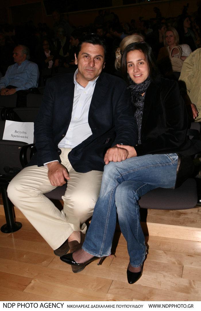 Κώστας Αποστολίδης: Σπάνια εμφάνιση στο γήπεδο μαζί με τα τρία παιδιά του - εικόνα 7