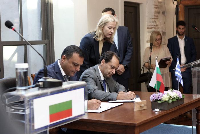 Τσίπρας - Μπορίσοφ υπέγραψαν νέο ...Μνημόνιο αλλά για τα τρένα - εικόνα 4