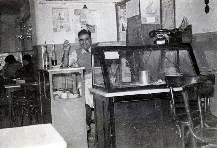 Κατεβάζει ρολά το θρυλικό Αιγαίον με τους λουκουμάδες στην Πανεπιστημίου - εικόνα 2
