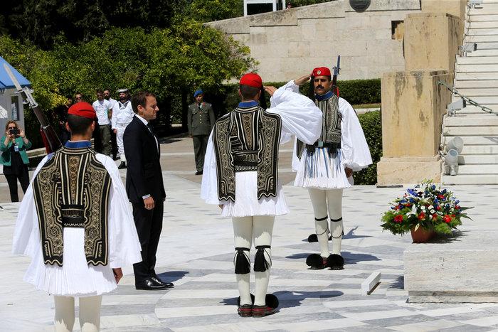"""Στο Μαξίμου ο Μακρόν: """"Τρομακτικές οι προσπάθειες των Ελλήνων"""" - εικόνα 4"""