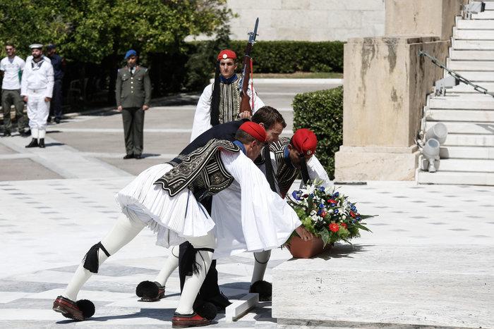 """Στο Μαξίμου ο Μακρόν: """"Τρομακτικές οι προσπάθειες των Ελλήνων"""" - εικόνα 19"""