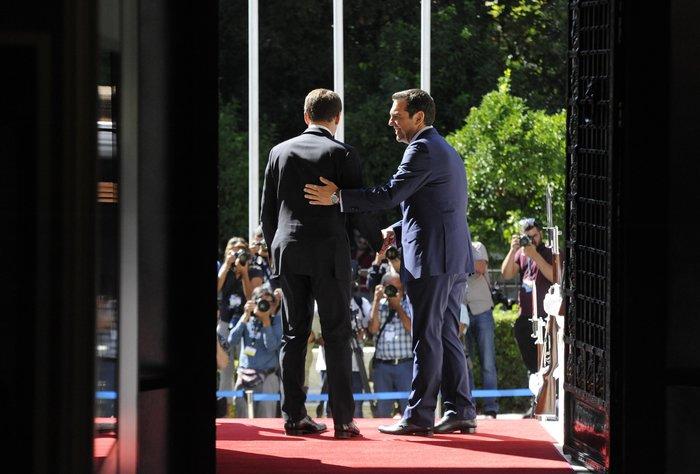 """Στο Μαξίμου ο Μακρόν: """"Τρομακτικές οι προσπάθειες των Ελλήνων"""" - εικόνα 2"""