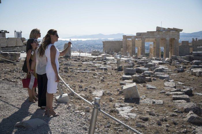 Η Μπριζίτ Μακρόν μαγεύτηκε από την Αθήνα – Ολες οι εμφανίσεις της - εικόνα 6