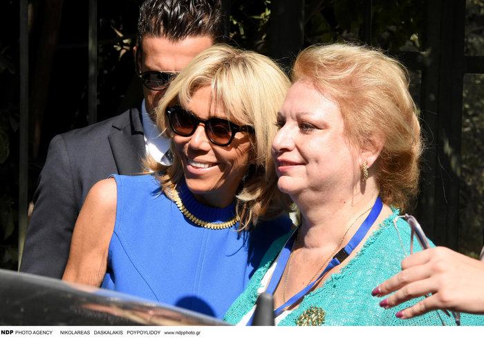 Μπριζίτ Μακρόν: Αυτό το χρυσό κολιέ της έκανε δώρο η Βλασία Παυλοπούλου - εικόνα 5