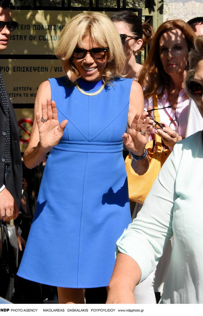 Μπριζίτ Μακρόν: Αυτό το χρυσό κολιέ της έκανε δώρο η Βλασία Παυλοπούλου - εικόνα 7