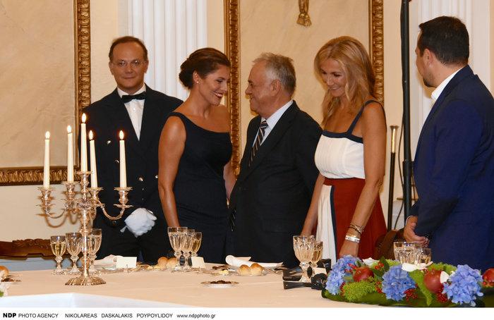 Μπριζίτ Μακρόν: Αυτό το χρυσό κολιέ της έκανε δώρο η Βλασία Παυλοπούλου - εικόνα 2