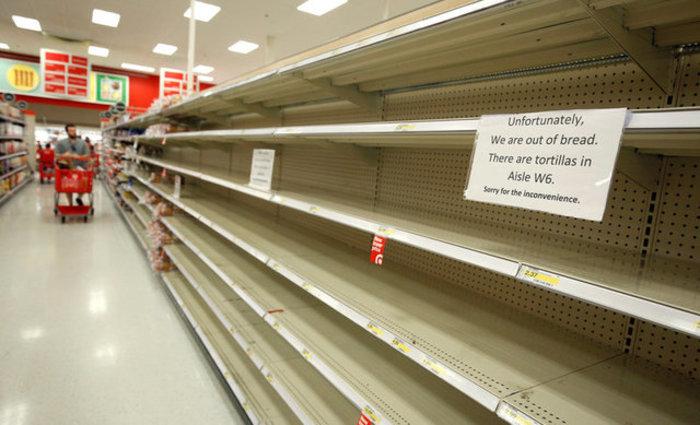 Φλόριντα: Εκκενώνονται περιοχές, άδειασαν βενζινάδικα & σούπερ-μάρκετ Φωτό - εικόνα 7