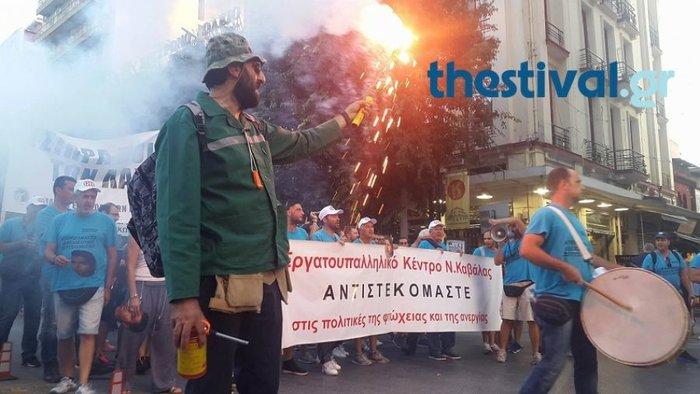 Πορείες στη Θεσσαλονίκη, ένταση στη νότια πύλη της ΔΕΘ