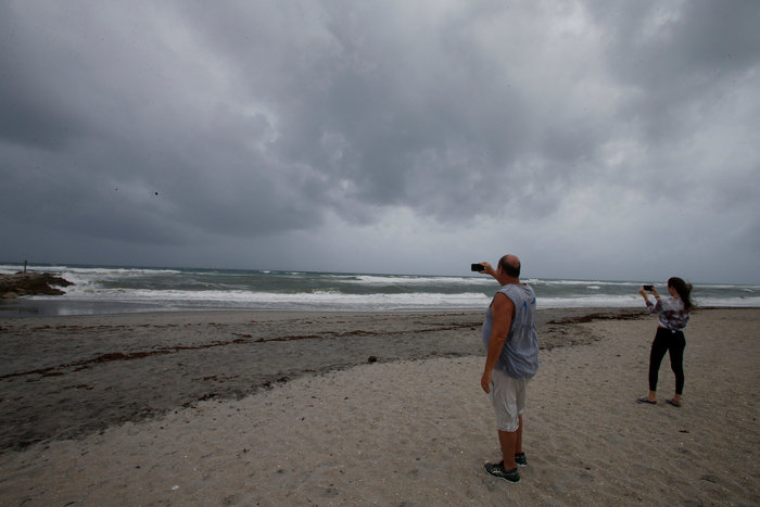 Ο τυφώνας Ίρμα στη Φλόριντα, 6,3 εκατ. εγκατέλειψαν τα σπίτια τους - εικόνα 2