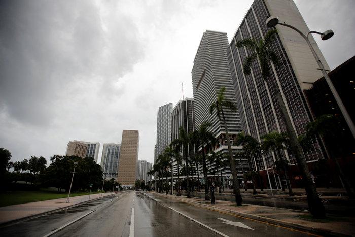 Με 210 χλμ την ώρα ο τυφώνας «Ίρμα» χτυπάει την Φλόριντα - εικόνα 3