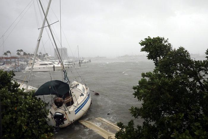 Με 210 χλμ την ώρα ο τυφώνας «Ίρμα» χτυπάει την Φλόριντα - εικόνα 6