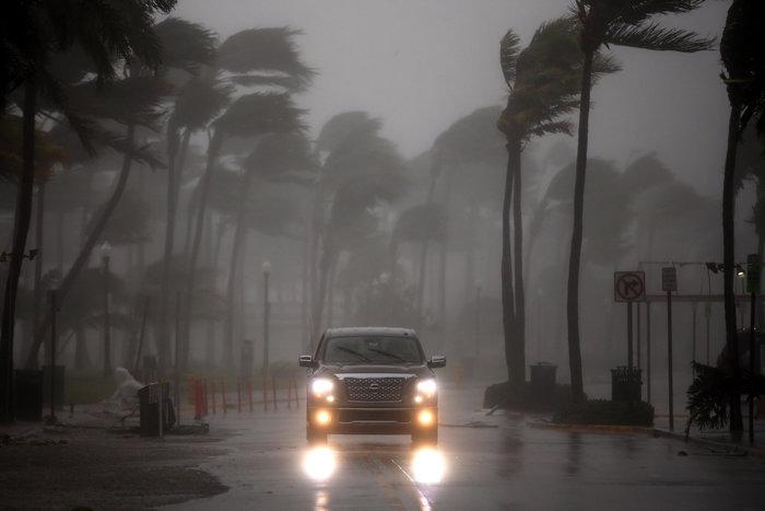Σοκ και δέος: Ο τυφώνας Ιρμα σαρώνει την Φλόριντα