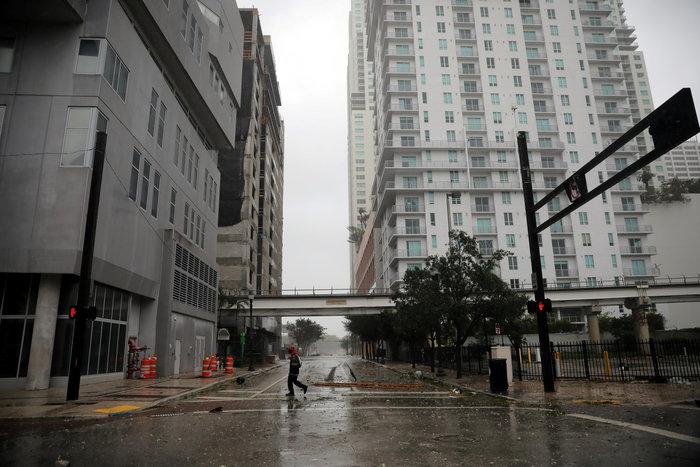 Επικών διαστάσεων ο τυφώνας Ιρμα σαρώνει την Φλόριντα - εικόνα 11