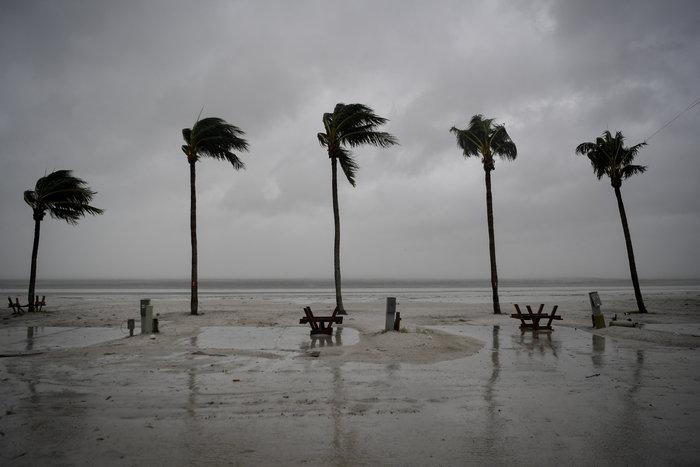 Επικών διαστάσεων ο τυφώνας Ιρμα σαρώνει την Φλόριντα