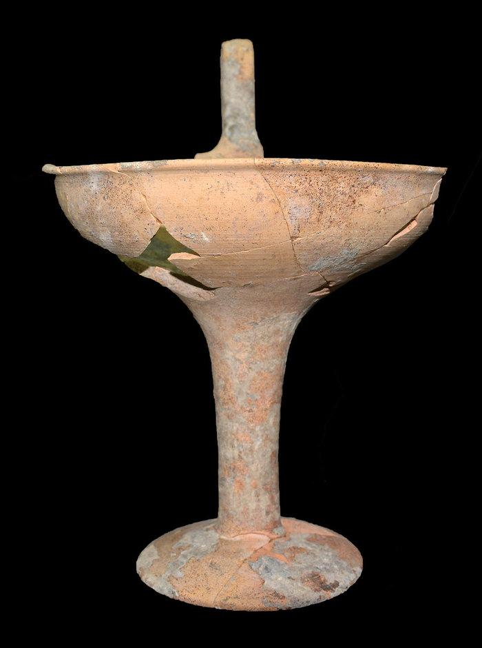 Θαλαμοειδής τάφος Προσηλίου. Επικασσιτερωμένη κύλικα με μία λαβή.