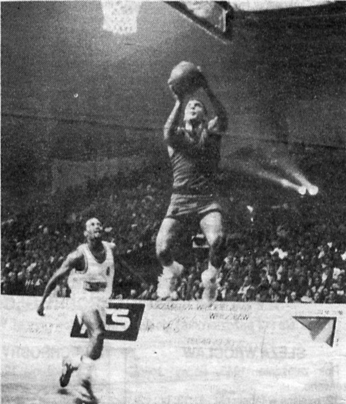 Γκάλης: Η απίστευτη ιστορία του ζωντανού θρύλου του ελληνικού μπάσκετ