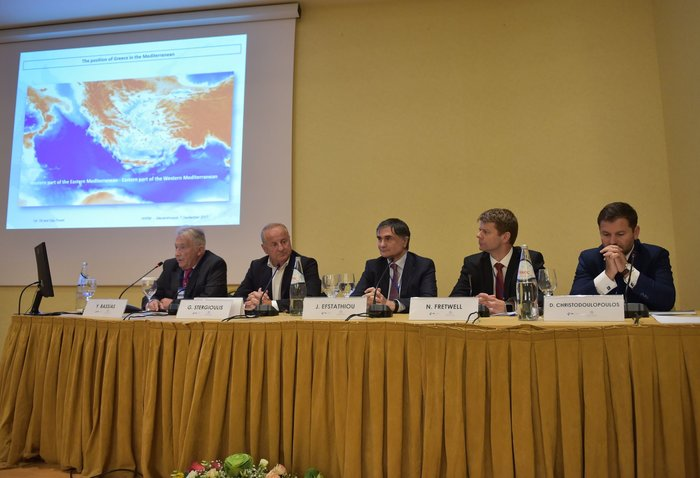 (Από αριστερά) Στο πάνελ, ο Πρόεδρος και Διευθύνων Σύμβουλος της ΕΔΕΥ κ. Γιάννης Μπασιάς, ο Διευθύνων Σύμβουλος της ΕΛΠΕ κ. Γρηγόρης Στεργιούλης, ο Διευθυντής Έρευνας Υδρογονανθράκων στην Energean Oil & Gas κ. Τζέιμς Ευσταθίου, ο Γενικός Διευθυντής της TOTAL Exploration & Production Greece κ. Nick Fretwell και ο κ. Διονύσης Χριστοδουλόπουλος Διευθύνων Σύμβουλος της ΜΑΝ Diesel & Turbo ΕΛΛΑΣ ΕΠΕ.