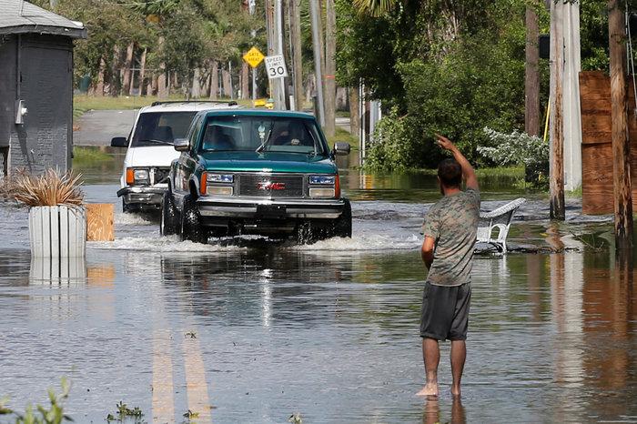 Εξι νεκροί και τεράστια καταστροφή από την Ιρμα στη Φλόριντα - εικόνα 2