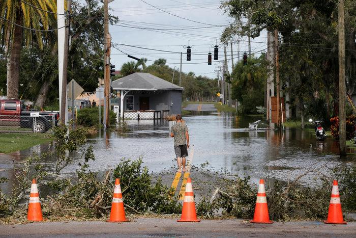 Εξι νεκροί και τεράστια καταστροφή από την Ιρμα στη Φλόριντα - εικόνα 3