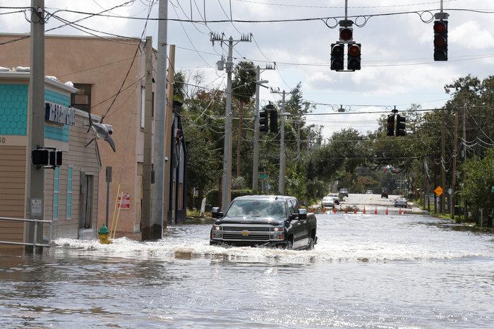 Εξι νεκροί και τεράστια καταστροφή από την Ιρμα στη Φλόριντα - εικόνα 4